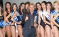 Tony Domenici e alcune ragazze premiate